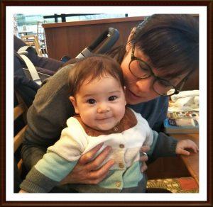 45歳で出産したお客様とその赤ちゃんの写真