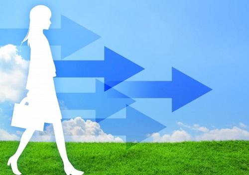前進する女性